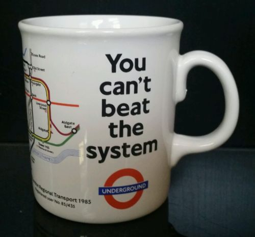 "En mugg från London Transport Museum med texten ""You can't beat the system""."